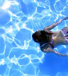 Swimming pool swimmer