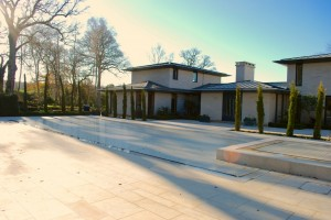 Luxury pool and spa with thermal slatted cover