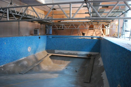 Tiling of swimming pool shell walls