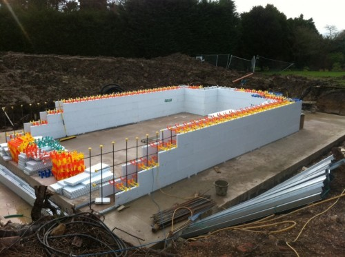 Insulated swimming pool shell construction