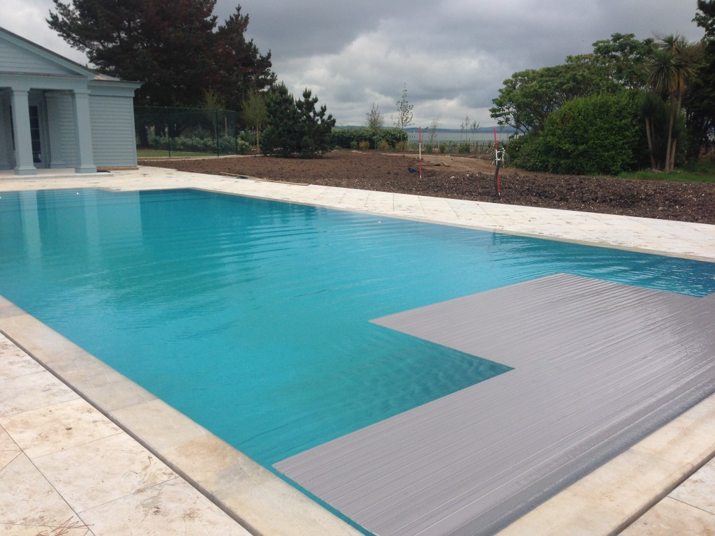 Outdoor overflow pool for Overflow pool design