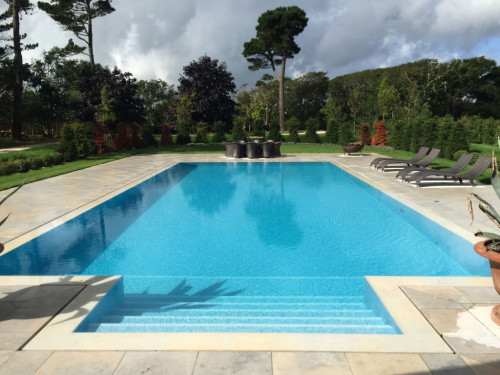 Outdoor slotted overflow swimming pool