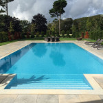 Outdoor overflow swimming pool