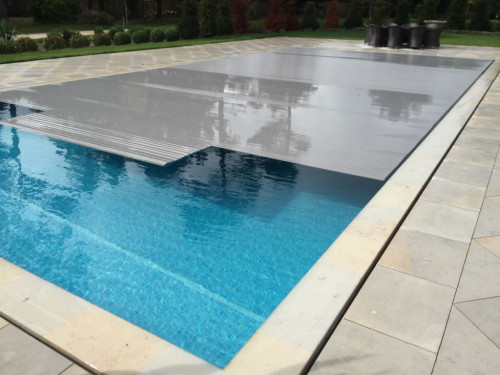 Pool thermal slatted cover automatically clossing