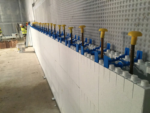 Quadlock wall with steels