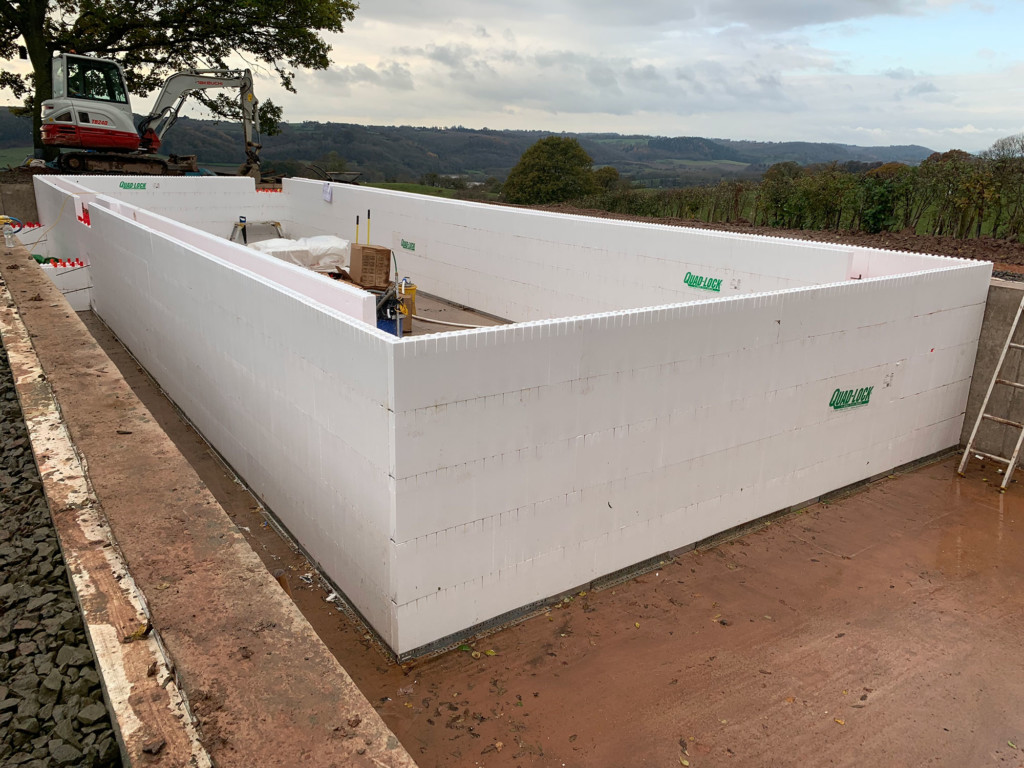 Quadlock pool shell construction